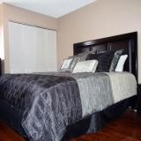 2ième chambre avec lit Queen et salle de bain privée